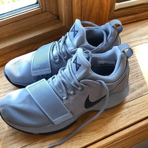 Nike girls basketball shoes sneakers Size 8.5